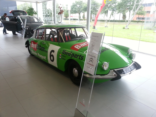 Bart Ebben Citroen DS Rally in showroom v Hunnik Ede bij DS Racing show